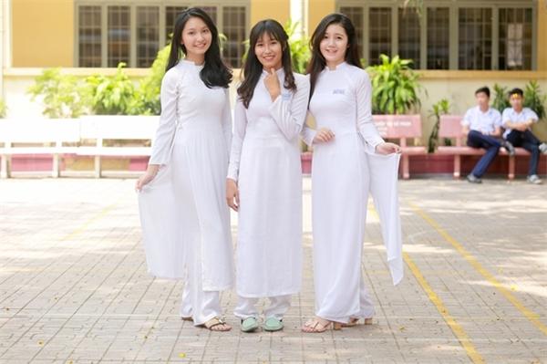 Bộ ba dễ thương đến từ trường THPT Nguyễn Công Trứ.