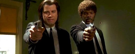 Trước khi hai anh chàng kịp nổ súng thì căn phòng đã có sẵn những lỗ đạn trên tường.