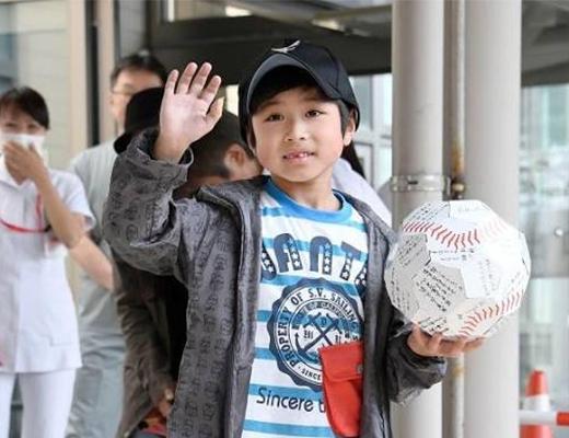 Cậu bé Nhật bị bỏ lại trong rừng đã xuất viện và tha thứ cho cha