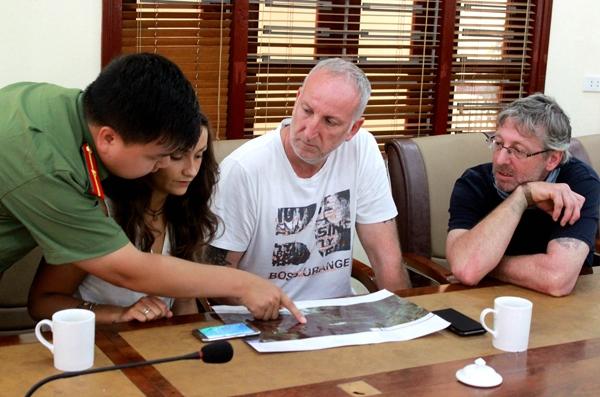 Gia đình nam du khách này cũng đã có mặt ở Việt Nam để cùng lực chức năng tìm kiếm. Ảnh: Internet