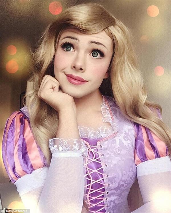 Richard trong vai công chúa tóc mây Rapunzel