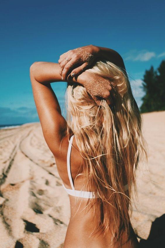 Vòng 1 quá lớn khiến dây áo ngực phía sau và ở 2 bên lưng hằn sâu xuống gây cảm giác khó chịu và đau đớn. Còn với nàng ngực lép thì dễ dàng sử dụng các loại áo ngực mà không cần lo lắng thoải mái hay không. (Ảnh: Internet)