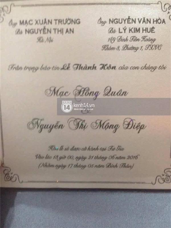 Thiệp cưới củaKỳ HânvàMạc Hồng Quânđã được gửi tới tay bạn bè thân thiết. (Ảnh: Trí thức trẻ). Tuy nhiên ngay sau đó, nam cầu thủ đã chính thức lên tiếng phủ nhận chuyện đám cưới. - Tin sao Viet - Tin tuc sao Viet - Scandal sao Viet - Tin tuc cua Sao - Tin cua Sao