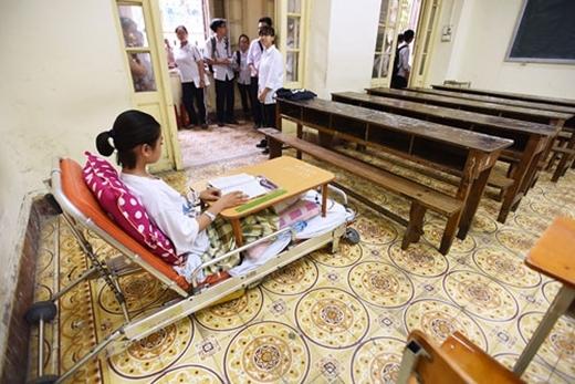 Nhà trường cũng ưu tiên sắp xếpKiều Khánhvào phòng thi trước các bạn để tiện cho việc sắp xếp chỗ ngồi. (Ảnh: Internet)