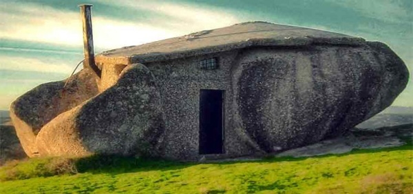14. Tìm thấy một ngôi nhà kỳ dị thế này trên Trái Đất không phải dễ đâu nhỉ.