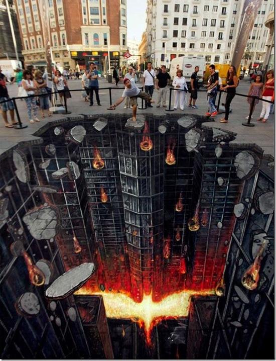 Bộ phim The Dark Knight u ám, tăm tối của đạo diễn Christopher Nolan cũng không hề kém cảnh khi đầu tư hết sức công phu vào ảnh quảng cáo 3D trên đường phố khiến nhiều người phải hốt hoảng.