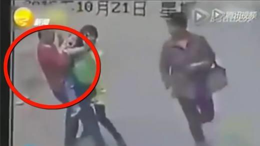 Những cảnh bắt cóc trẻ em kinh hoàng do camera ghi lại
