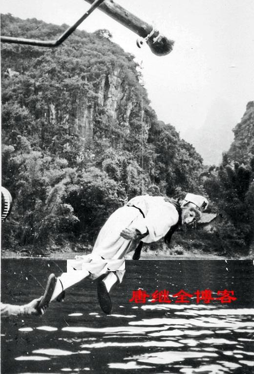 Một cảnh quay bay lượn trên sông Lệ Giang.