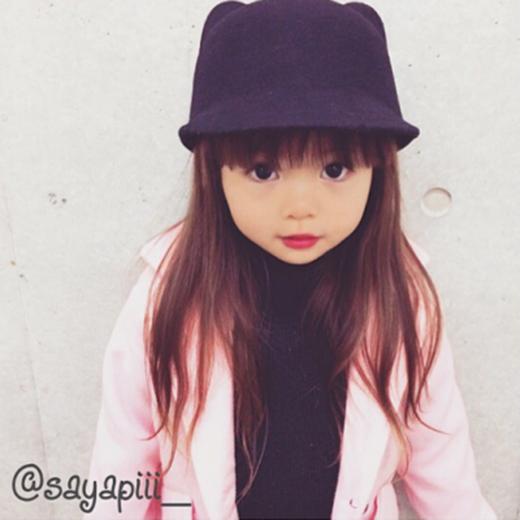 Cô bé được cư dân mạng yêu mến và đặt cho biệt danhđặt cho biệt danh thiên thần Lolita.