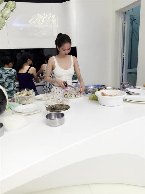 Sống trong căn nhà 20 tỉ đồng, Ngọc Trinh ăn gì mỗi ngày? - Tin sao Viet - Tin tuc sao Viet - Scandal sao Viet - Tin tuc cua Sao - Tin cua Sao