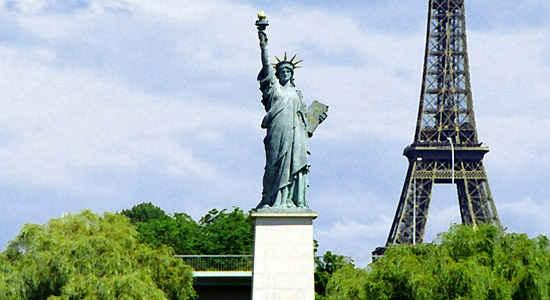 """25. Có đến tận… 10 bức tượng Nữ thần Tự do ở Pháp, riêng Paris đã """"chiếm"""" hẳn 5 bức. (Ảnh: Internet)"""