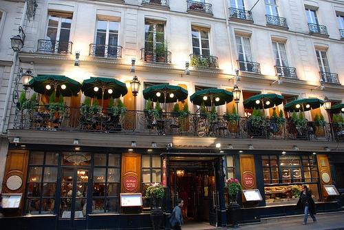 32. Nhà hàng lâu đời nhất ở Paris là Le Procope nằm ở Quận 6, có niên đại từ năm 1686. (Ảnh: Internet)