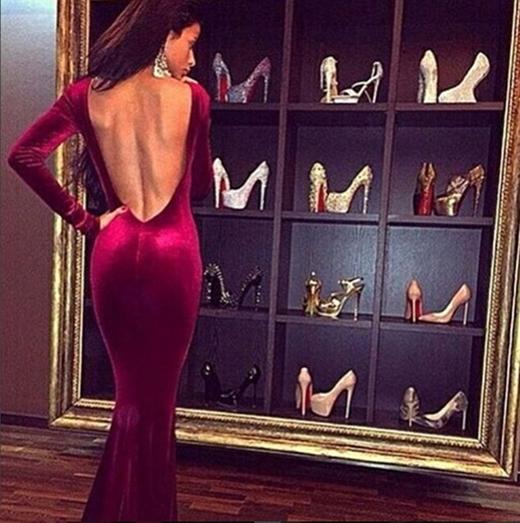 Người phụ nữ này đứngtrước tủ giày hiệu, phân vânkhông biết chọn đôi nào. (Ảnh:Rich Parents ofInstagram)