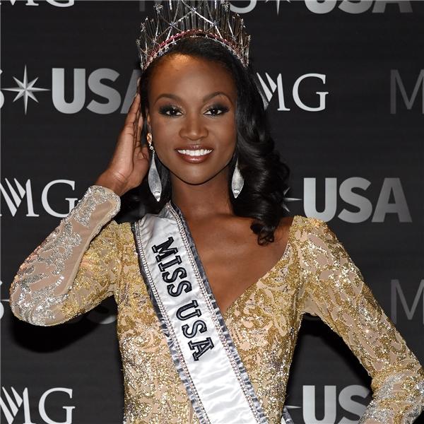 Cuộc thi Hoa hậu Mỹ 2016 vừa kết thúc cách đây vài ngày với chiến thắng thuộc về nữ quân nhân da màu Deshauna Barber. Mặc dù được đánh giá cao bởi trình độ học vấn hình thể săn chắc, nổi trội nhưng cô gái 26 tuổi lại nhận nhiều ý kiến trái chiều về gương mặt có nhiều khuyết điểm. Tuy nhiên, vẫn có người cho rằng, đây sẽ là một nhân tốcủa Mỹ tại Hoa hậu Hoàn vũ năm nay.