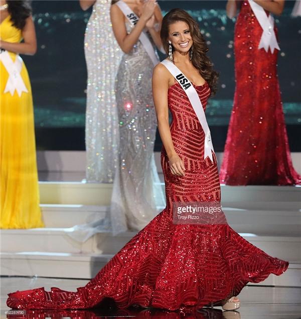 Nia Sanchez là Hoa hậu Mỹ 2014. Cô sở hữu vẻ ngoài nóng bỏng nhưng vẫn ngọt ngào. Nụ cười hút hồn cũng chính là điểm cộng lớn cho nhan sắc này. Sau khi đăng quang, cô được cử dự thi Hoa hậu Hoàn vũ và dừng chân vị trí Á hậu 1.