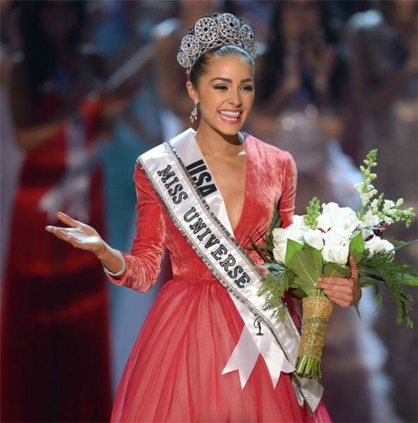 Dù chỉ cao 1m66 nhưng Olivia Culpo đã chiến thắng thuyết phục ngôi vị Hoa hậu Mỹ 2012 và giành luôn vương miện Hoa hậu Hoàn vũ cùng năm. Vẻ ngoài sắc sảo, mặn mà chính là điểm bù trừ cho hạn chế về chiều cao của cô nàng.