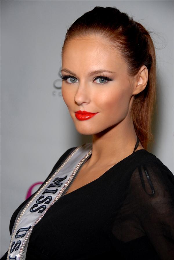 Ngọt ngào, dịu dàng là những gì mà khán giả vẫn hay nhớ đến khi nghĩ về Hoa hậu Mỹ 2011 Alyssa. Cô từng lọt top 16 chung cuộc Hoa hậu Hoàn vũ cùng năm.