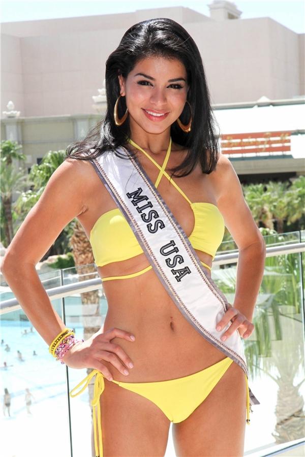 Hoa hậu Mỹ 2010 Rima Fakih là con lai mang hai dòng máu Li-băng và Mỹ. Hình thể săn chắc cùng nước da bánh mật khiến người xem khó thể rời mắt trước nhan sắc này.