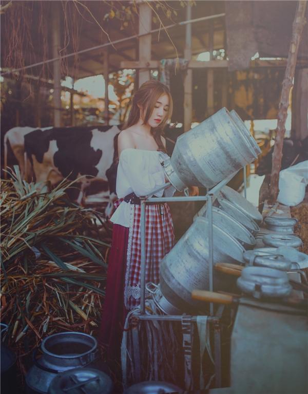 """""""Phát sốt"""" trước loạt ảnh hóa thân Lọ Lem của mẹ hai con Elly Trần"""
