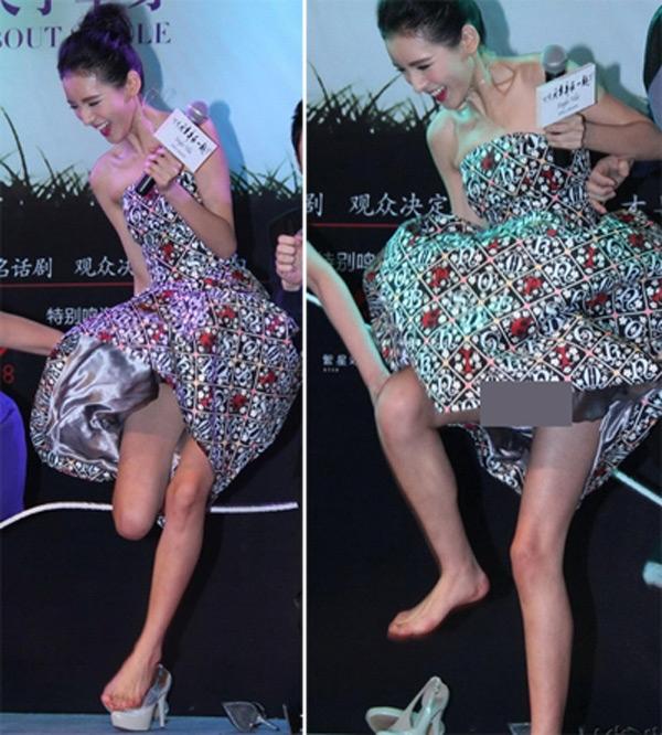 Diễn viên Trương Dư Hi mặc váy xòe nhưng vẫn nhảy nhót trên sân khấu, khiến cô lộ nội y trước khán giả.