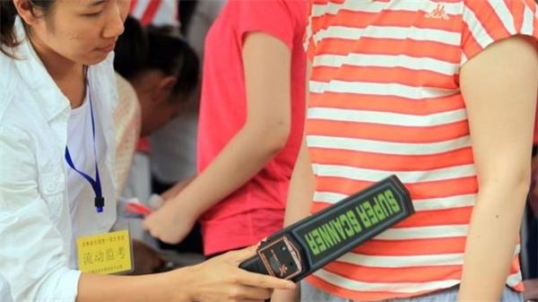 Trung Quốc đã áp dụng nhiều biện pháp kĩ thuật cao để phát hiện gian lận.