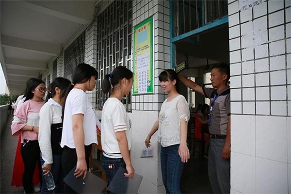 Kiểm tra nghiêm ngặt tại một điểm thi tỉnh Hồ Nam.