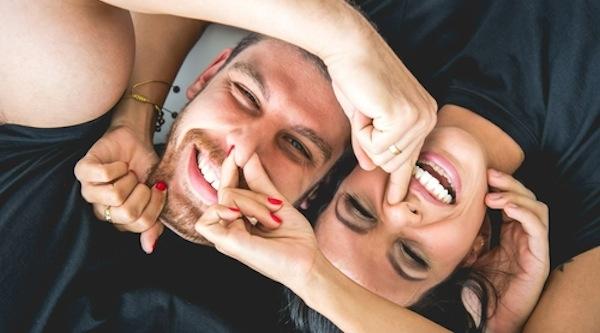 Một cô gái hài hước, dí dỏm sẽ khiến cho cuộc sống của người đàn ông trở nên nhiều màu sắc và đáng yêu hơn rất nhiều. (Ảnh: Internet)