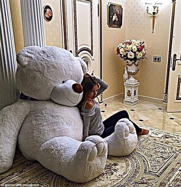 Hội con nhà giàu Mexico sẵn sàng chi cả trăm ngàn đô để tậu mua một con gấu bông như thế này. (Ảnh: Internet)