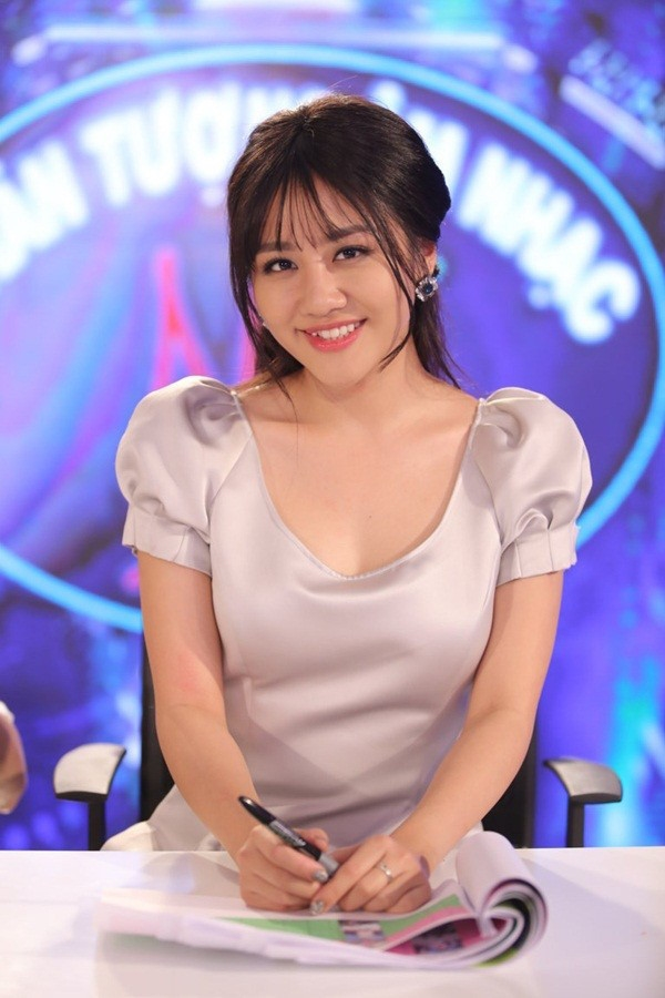 Khi nhận lời làm giám khảo cho Vietnam's Idol Kids, Văn Mai Hương đã chuẩn bị tinh thần khá nhiều về mặt hình ảnh, tác phong, thần thái và cả ngôn ngữ trò chuyện. Nữ ca sĩ có lợi thế khi từng tham gia văn nghệ từ bé, cũng đi thi và năm 16 tuổi cô may mắn được giải tại Vietnam's Idol nên cô hiểu được tâm lí của các bạn nhỏ đến với cuộc thi. - Tin sao Viet - Tin tuc sao Viet - Scandal sao Viet - Tin tuc cua Sao - Tin cua Sao