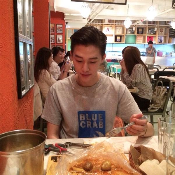 Đây là trai đẹp đang được cư dân mạng Hàn Quốc lùng sục nhiều nhất