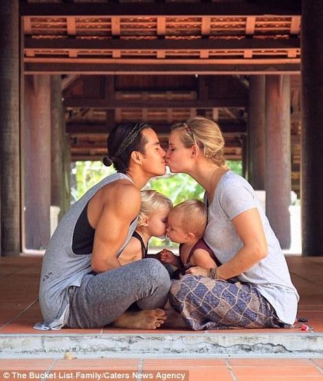 Chồng nhà người ta: Triệu phú bán hết gia sản đưa gia đình đi du lịch