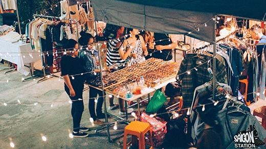 Phiên chợ sẽ mở đến tận 23h vào 2 ngày cuối tuần, là trải nghiệm thú vịchocác bạn thích dạo khuya Sài Gòn.