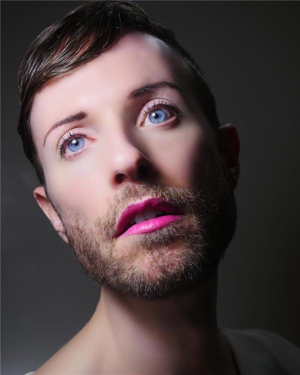 """""""Tôi cảm thấy mình mắc nợ cộng đồng LGBT khi trở thành một hình mẫu nhưng không phải vì sống sao cho 'phải đạo'là một người LGBT, mà nhờ vào cách ăn mặc như thế nào để là chính mình và được hạnh phúc"""".(Ảnh: Instagram)"""
