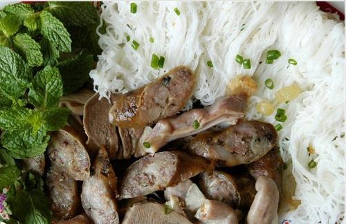 Ẩm thực Phan Thiết - Bánh hỏi lòng heo Phan Thiết ăn một lần là ghiền miết
