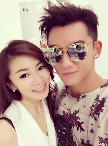 """Trịnh Khải và bạn gái """"gia thế khủng"""" Trình Hiểu Nguyệt"""