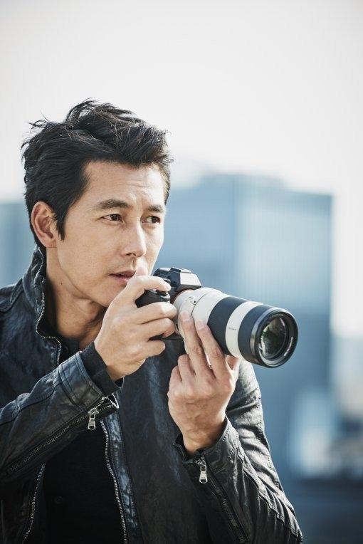 Dù càng về già càng điển trai và nam tính nhưng tài tử Jung Sung Woo vẫn không thể ngăn được mái đầu ngày càng thưa tóc của mình theo năm tháng.