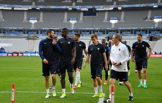"""Đội tuyển có biệt danh """"những chú gà trống Gaulois"""" sẵn sàng cho trận đầu tiên gặp ĐT Romania."""