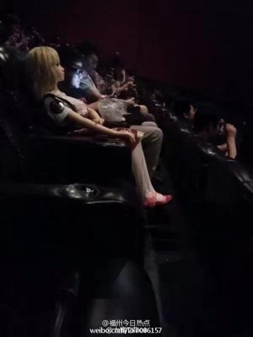 Nhiều người không dámtincó người lạimang búp bê người lớnđến rạp chiếu phim.