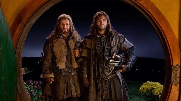 Bạn còn nhớ anh chàng Hobbit Bilbo Baggins bỗng mất toi một đêm an lành vì những vị khách không mời là các chàng người lùn không? Sau đó anh chàng lại còn phải thực hiện cả một hành trình vô định nữa.