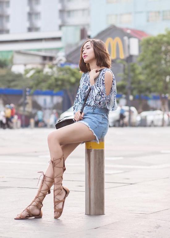Diệu Nhi hay Quỳnh Anh Shyn cũng rất yêu thích sandal chiến binh mặc dù tốn nhiều thời gian để diện chúng cho thật chỉn chu.