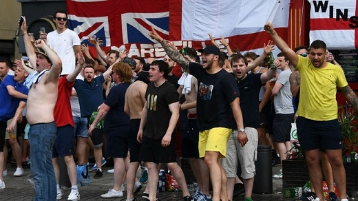 Marseille là địa điểm tập trung các CĐV Anh trong dịp Euro 2016. Dù tam sư chưa thi đấu, nhưng các CĐV của đội bóng nước này đã liên tục gây rối, khiến giới chức Pháp phải đau đầu.