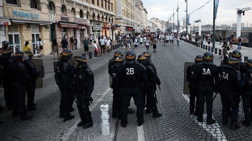 Dự kiến sẽ có 70.000 CĐV Anh kéo sang Pháp để ủng hộ đội nhà trong trận đấu với Nga vào đêm nay. Nếu tam sư không có được một kết quả tốt trước đối thủ, gần như chắc chắn cảnh sát Pháp sẽ lại có một đêm mất ngủ.