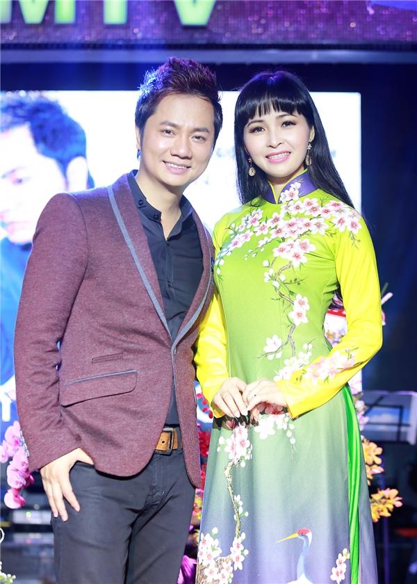 Trên sân khấu, Duy Trường cũng gửi lời xin lỗi tới Trang Nhung khiến chị vô cùng bất ngờ.