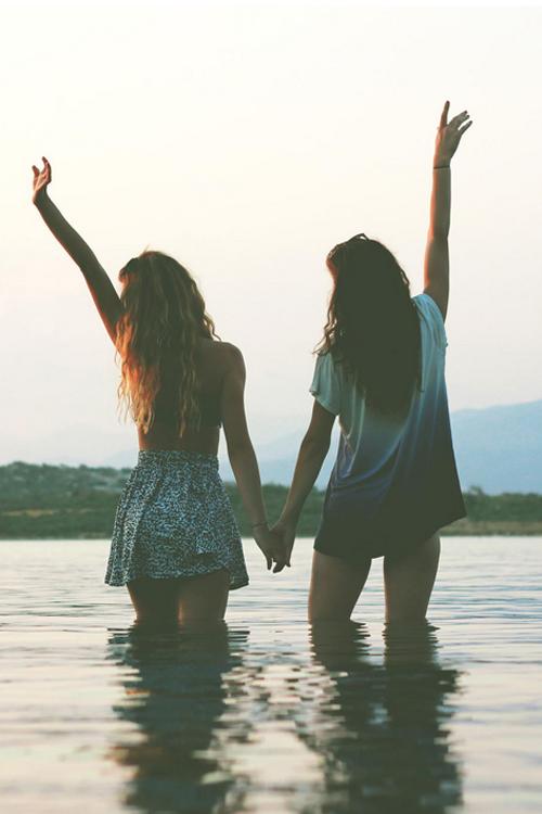 Ngay từ lần đầu gặp nhau đã có một cảm thân quen vô cùng. (Ảnh: Internet)