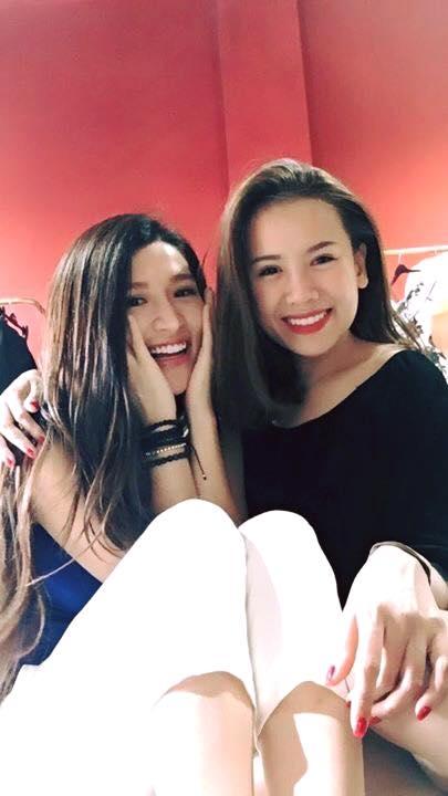 Vân Navy hội ngộ một người bạn lâu năm. Nữ diễn viên 5S Online không quên selfie và đăng tải lên trang cá nhân khoe với các fan.