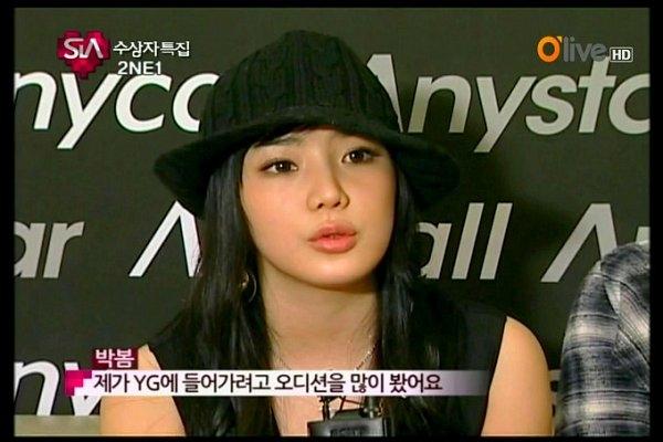 """Ngày càng khác lạ, Park Bom vẫn tiếp tục """"dao kéo"""""""