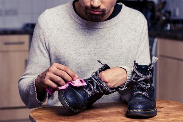 #8 Giày nên được giữ sạch sẽ.(Ảnh: Internet)