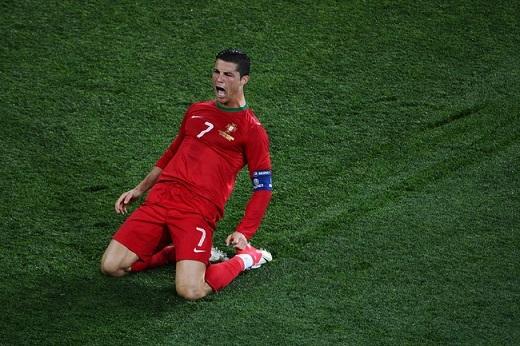 Ronaldo: Nước mắt hạnh phúc hay giọt lệ đắng cay?