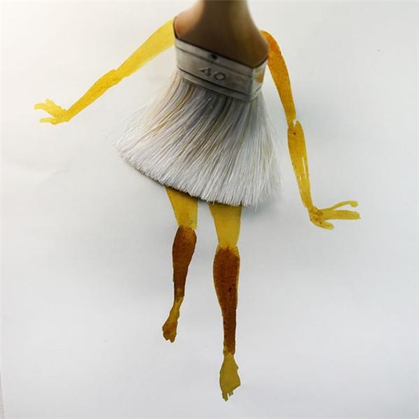 Chỉ sự sáng tạo vô biên củaChristoph Niemann mới có thểbiến hóa chiếc kéo thànhđôi chân dài miên mang củathiếu nữ.(Ảnh: Instagram abstractsunday)   Câycọ sơnđược họa sĩ tài ba này biến hóanhư chiếc váy bồng bềnh, uyển chuyểncủa vũ công ba lê.(Ảnh: Instagram abstractsunday)   Một túi trà có thể cho bạn một tách trà thơm ngon, nhưng mấy ai nghĩ đếnnó còn có thể trở thành một chiếc sơ mi thời thượng.(Ảnh: Instagram abstractsunday)   Đến ganh tị với vòng 3 và cặp chân sau săn chắc đẫy đà của chú ngựa qua tranh củaChristoph.(Ảnh: Instagram abstractsunday)   Lọ mựccũng có thểtrở thành chiếc máy ảnh, ai nói không thể nào.(Ảnh: Instagram abstractsunday)   Chỉ là những giọt nước nhưngqua tranh củaChristoph,bạn có thể cảm nhận được những tiếng nổtanh tách của trò tiêu khiển quen thuộc bóp nổ những tấm nilon chống sốc.(Ảnh: Instagram abstractsunday)   Dây tai nghe rối rắm cũng phiền toái hệt như chú muỗi vo ve.(Ảnh: Instagram abstractsunday)    Vỏ sò - một sản vật của biển khơi cũng có thể trở thành mái tóc thiếu nữ bay bồng bềnh trong gió.(Ảnh: Instagram abstractsunday)   Cổ tích với cỗ xe từ bí ngô thì đời thực có chiếc xế hộp sang trọng chỉ từ chiếc lược chảitóc củaquý cô. (Ảnh: Instagram abstractsunday)   Chỉ mìnhhọa sĩChristoph Niemann mới có thể phát hiện ra mối liên hệ giữa chiếc búa và chân sút cầu thủ để biến nó thành một tác phẩm hài hòa. (Ảnh: Instagram abstractsunday)