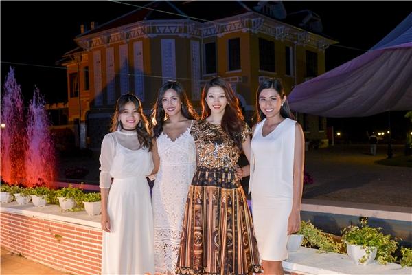 Từ trái qua: Trần Hằng Nga - Người đẹp thân thiện Hoa hậu Hoàn vũ Việt Nam 2015, Nguyễn Thị Loan, Quỳnh Châu và Trúc Linh.